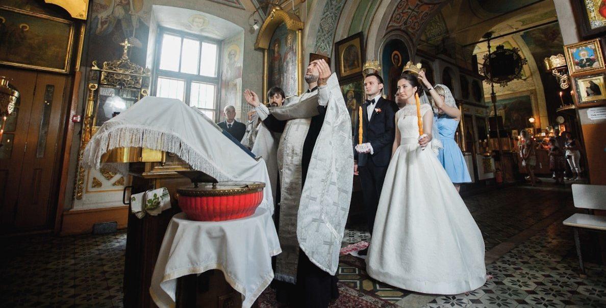 Свидетели на венчании в церкви