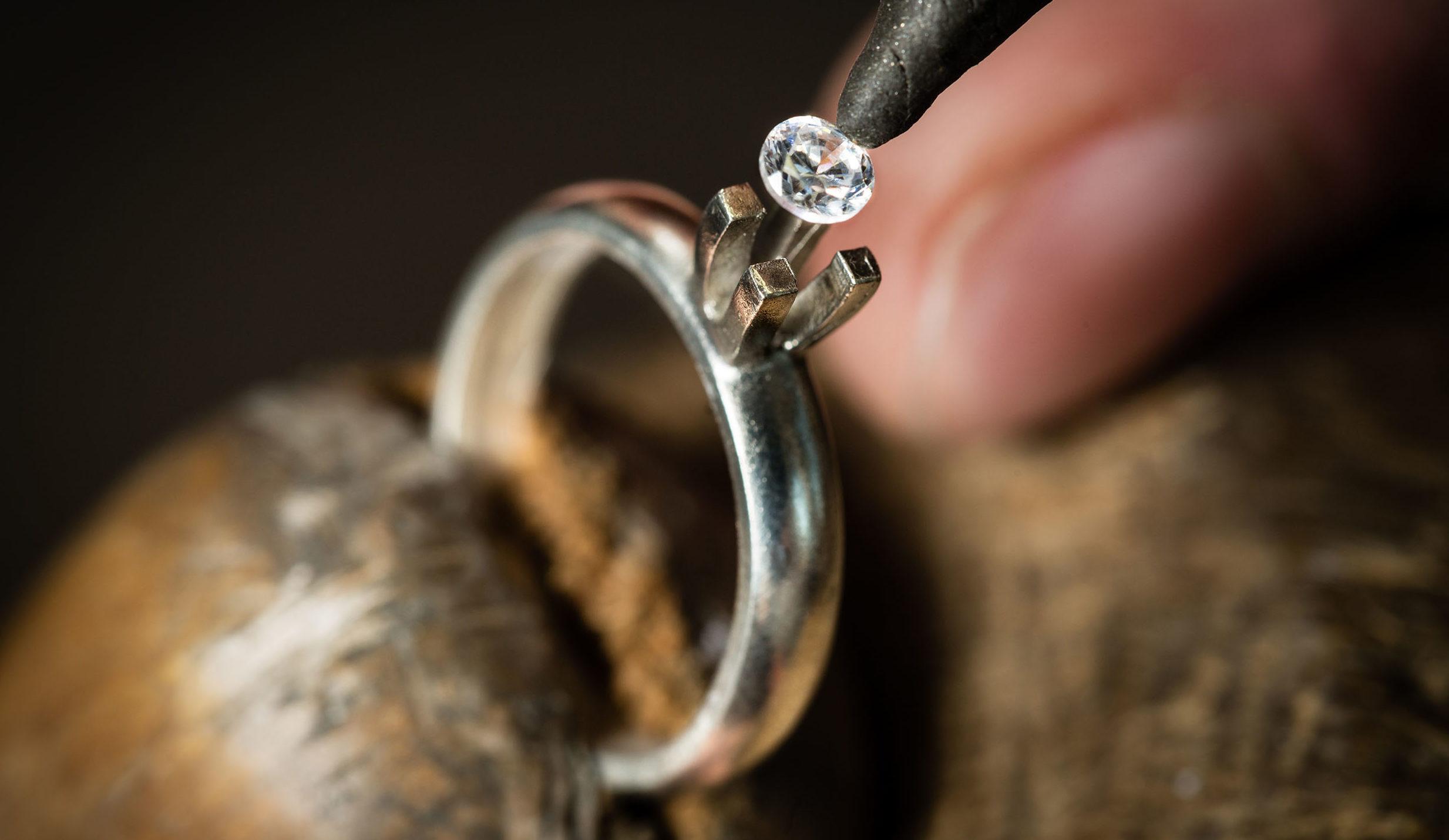 Что такое помолвочное кольцо?