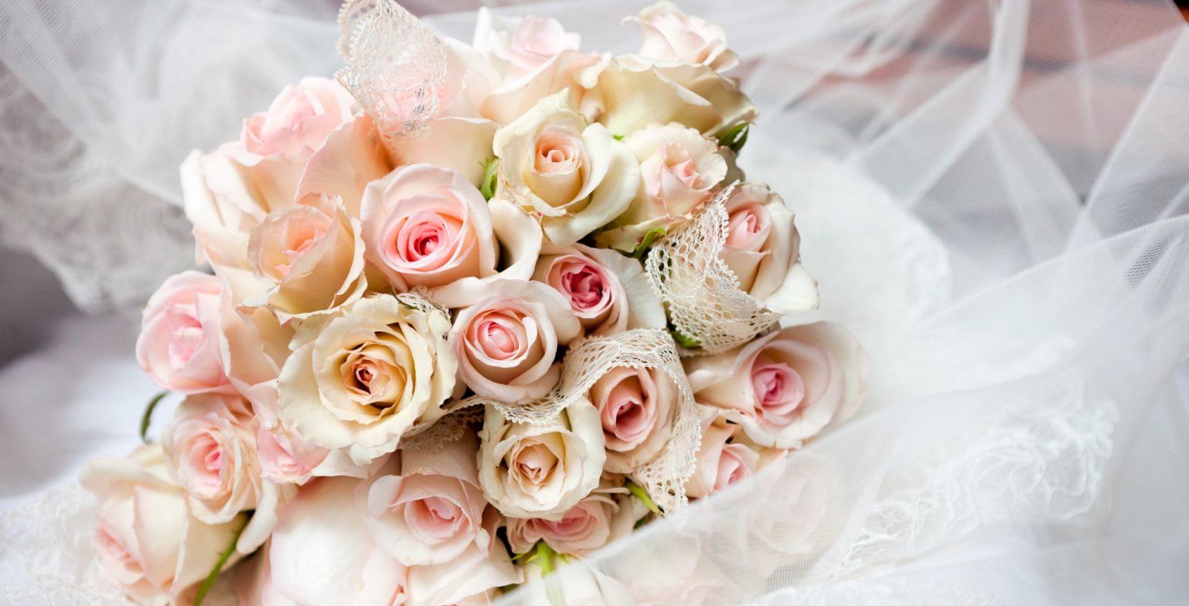 Букет на свадьбу в подарок молодоженам